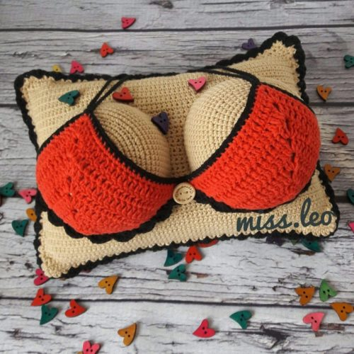 Амигуруми подушка-грудь