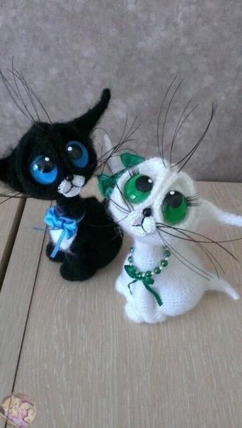 котёнок с большими глазами крючком