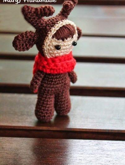 Амигуруми кукла в костюме оленя