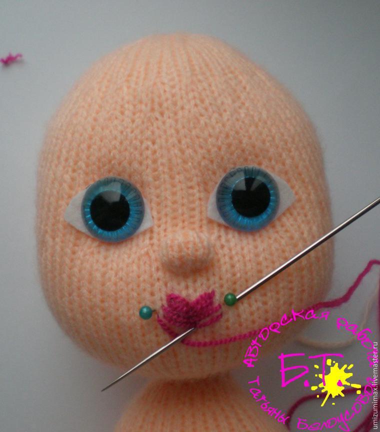 Вышиваем губы для куклы