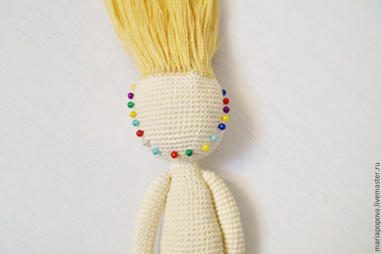 Крепление волос кукле узелками шаг 4