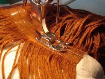 Как закончит макушку вязаной кукле шаг 2