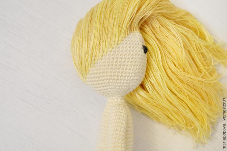 Крепление волос кукле узелками шаг 5