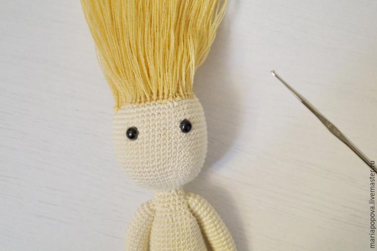 Крепление волос кукле узелками шаг 3