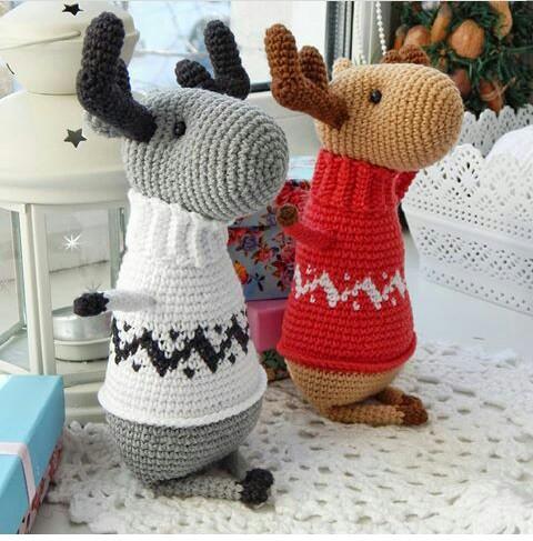 Схема вязания лося в свитере крючком