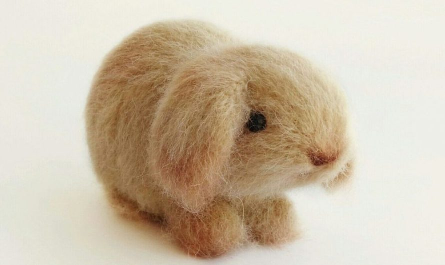Амигуруми вислоухий кролик крючком