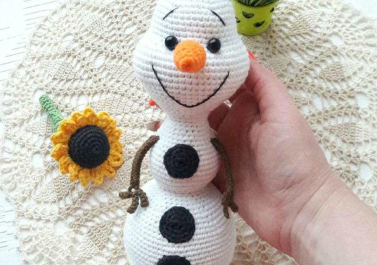 Вязаный снеговик Олаф из мультфильма «Холодное сердце»