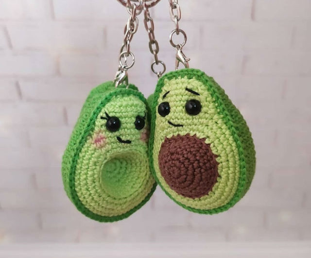Амигуруми брелки авокадо крючком