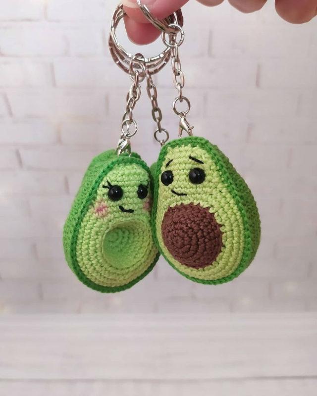 Брелки авокадо крючком с опианием схемы вязания