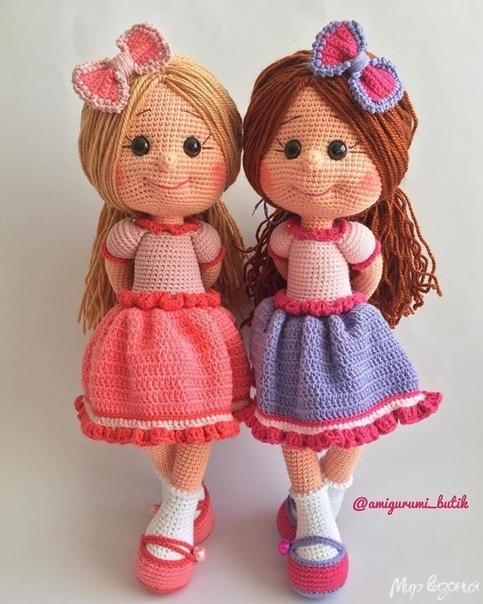 Вязаная кукла в платье