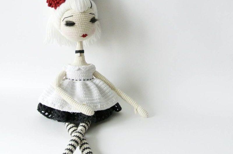 Схема черно — белой куклы крючком