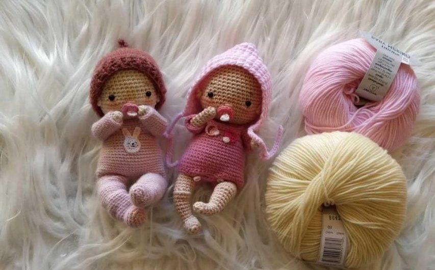 Маленькие куклы пупсы крючком с описанием и переводом схемы