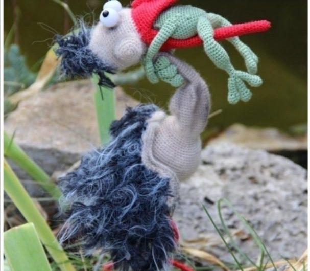 Вязаная крючком цапля и лягушка Никогда не сдавайся с описанием