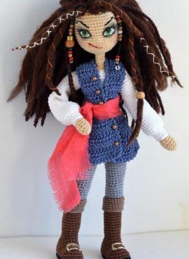 Подробный МК по вязанию куклы пиратки крючком