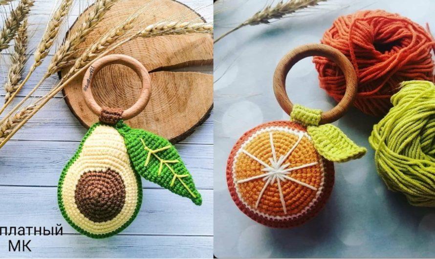 Вязаная погремушка авокадо и апельсин