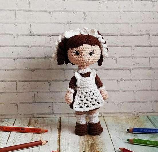 Мастер — класс по вязанию куклы первоклассницы крючком