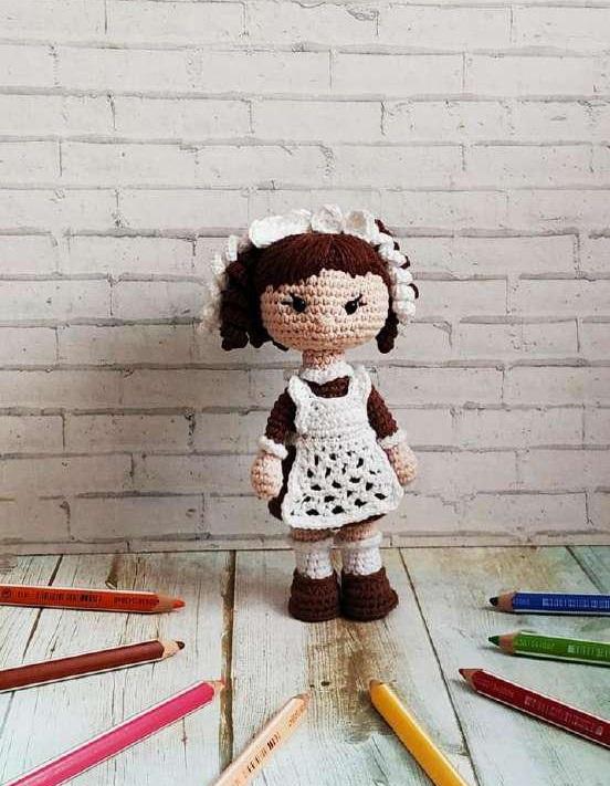 Вязаная кукла первоклассница крючком с описанием схемы вязания