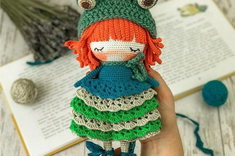 Амигуруми схема куклы в костюме лягушки без перевода