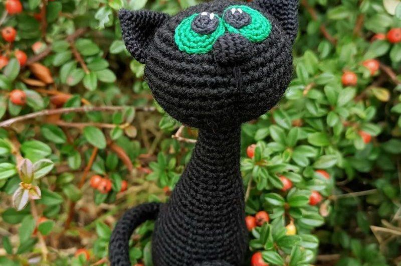 Вязаный амигуруми черный кот крючком