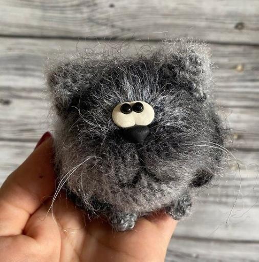 Кот вязаный крючком из мохеровой пряжи